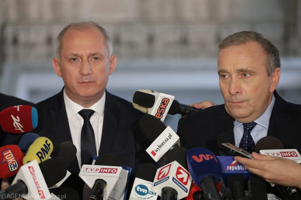 Sławomir Neumann i Grzegorz Schetyna podczas konferencji w Sejmie
