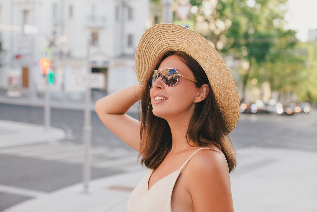 CYoung,Beautiful,Woman,Wearing,Straw,Hat,,Sunglasses,And,Linen,Beige
