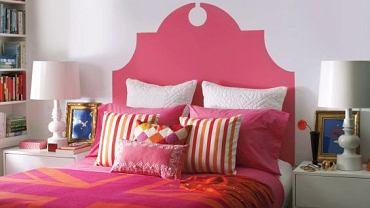 Taki zagłówek, na przykład w kolorze pościeli, zmieni zwykłe łóżko w stylowy mebel.