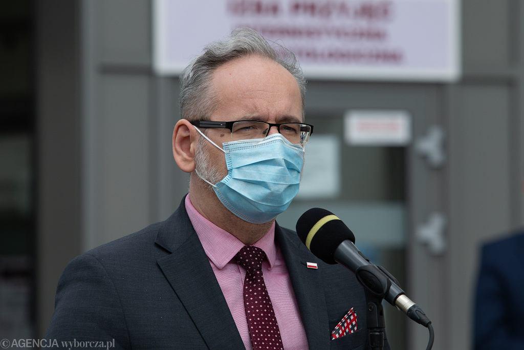 Minister zdrowia Adam Niedzielski złożył wniosek o ściganie osób, które nękały go pod miejscem zamieszkania