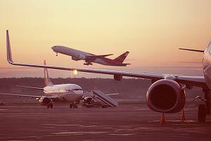 """Latanie samolotem to powód do wstydu? """"Głupio jest publikować zdjęcia z dalekich podróży"""""""