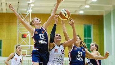 O piłkę walczy Sylwia Zabielewicz (AZS UW)