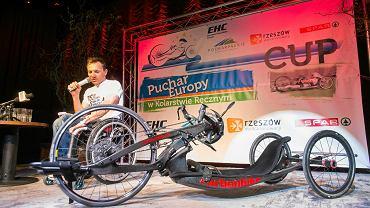 Rafał Wilk z nowym rowerem Carbon Bike. Wystartuje na nim w Pucharze Europy w kolarstwie ręcznym w Rzeszowie