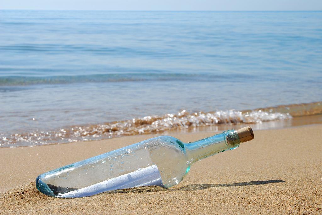 Turyści znaleźli w Łebie list w butelce. Zawierał wzruszające słowa ojca do zmarłej córki