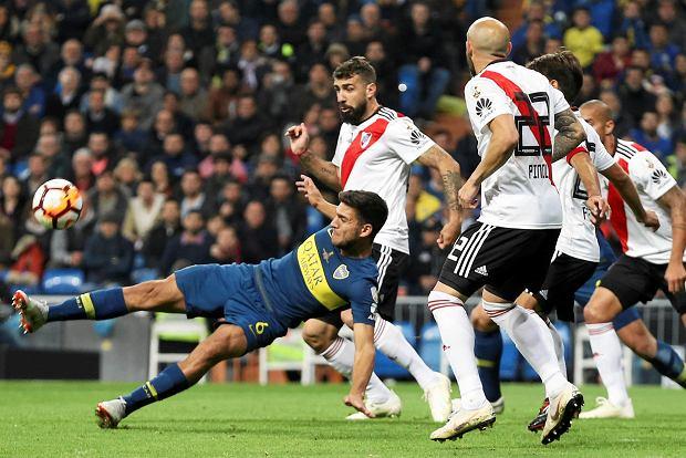 Zdjęcie numer 2 w galerii - River Plate pokonuje Boca Juniors po dogrywce! Bramkarz grający na połowie rywali nie pomógł