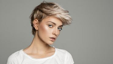 Krótkie fryzury damskie na 2020 rok. Poznaj najbardziej gorące trendy i dowiedz się, jak modnie czesać włosy. Do łask powraca klasyczny bob