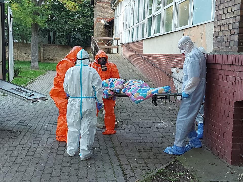 Szpital wojewódzki w Gorzowie, oddział zakaźny, 4 października. Pacjenci przywożeni z DPS w Zielonej Górze