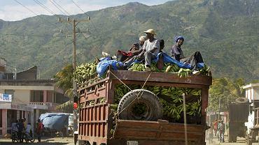 Mario Vargas Llosa pisał, że haitańscy robotnicy pracują w Dominikanie bez zapłaty, za miskę ryżu. Jest gorzej. Za 300 peso (24 zł) dziennie nie są w stanie się wyżywić