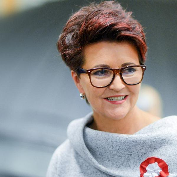 Jolanta Kwaśniewska: Zawsze musiałam coś robić pierwsza, pociągać za sobą ludzi. Wybierano mnie a to na przewodniczącą klasy, a to szkoły, byłam drużynową druha Kurskiego, nawet momentami dwóch druhów Kurskich