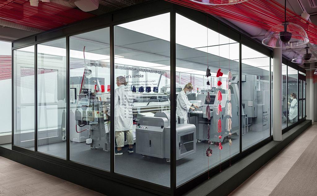Maszyna Looop, która stanęla w sklepie H&M