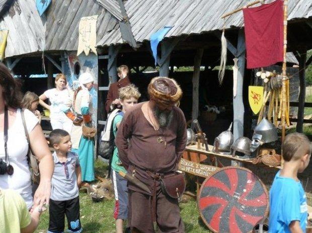 Wioska hobbitów/ Fot. www.sierakowo.wioskitematyczne.org.pl