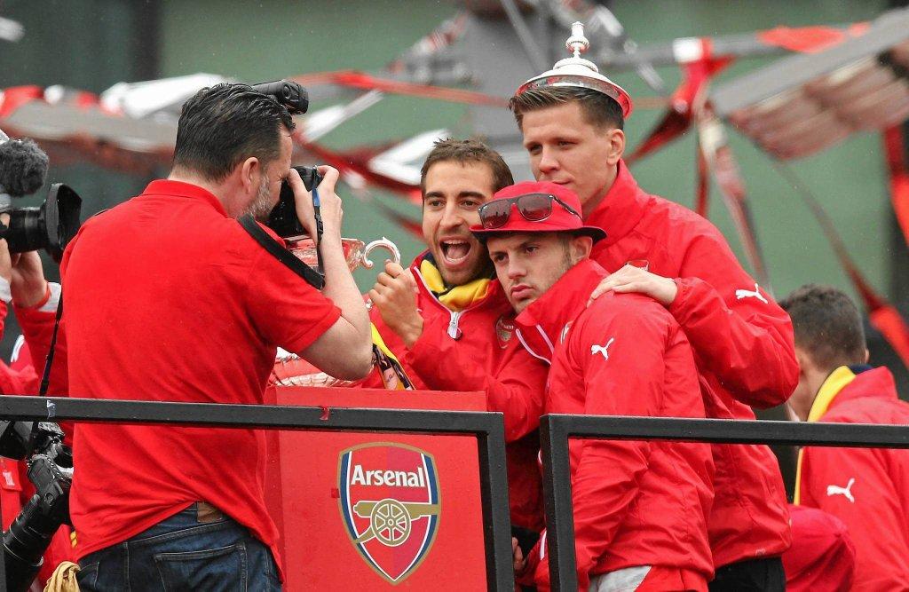 Wojciech Szczęsny fetuje Puchar Anglii zdobyty przez Arsenal