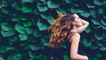 Jak dbać o kręcone włosy? Przede wszystkim konsekwentnie