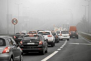 Unia Europejska przycina emisję CO2. Pociągnie to za sobą niższe zużycie paliwa