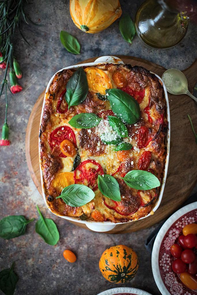 Warzywna lasagne z dodatkiem pikantnej dyni, pieczarek i ricotty
