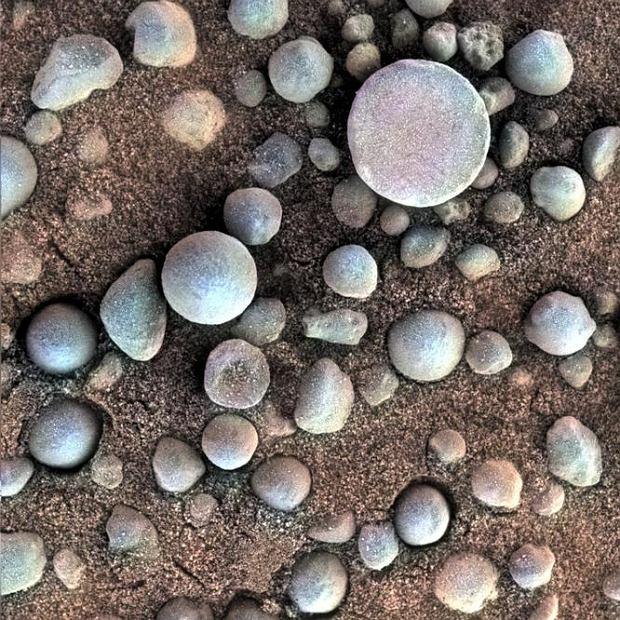 Hematyty odnalezione przez Opportunity na Marsie. Wskazują na to, że w przeszłości na powierzchni planety była woda