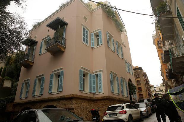 Dom Carlosa Ghosna w Libanie, strzeżony przez prywatnych ochroniarzy.