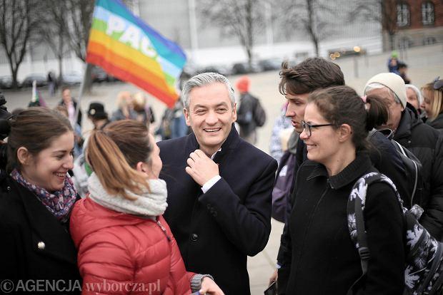 5d1736435a SUKIENKI - Aktualne wydarzenia z kraju i zagranicy - Wyborcza.pl