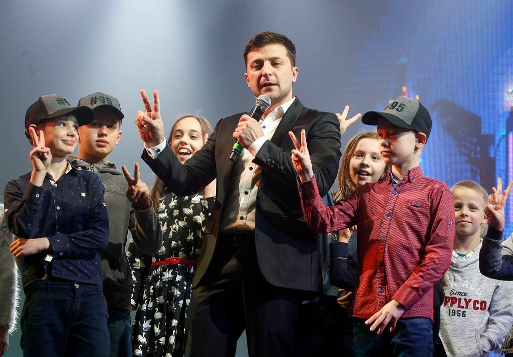 Wołodymyr Zełenski podczas występu scenicznego w sali koncertowej w miejscowości Browary na Ukrainie, 29 marca 2019 r.