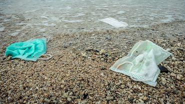 Do oceanów trafiło 1,5 miliarda maseczek