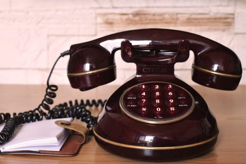 A może zepsuł się mu telefon? (fot. Pexels.com)