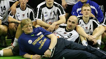 Na pierwszym planie trener Dariusz Molski