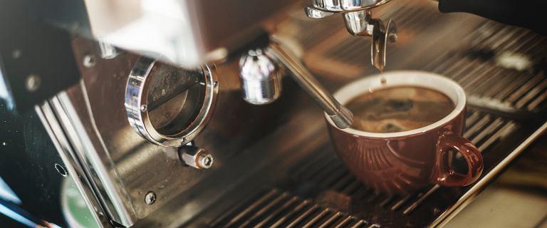 Jaki ekspres do kawy wybrać? Rodzaje oraz zalety i wady każdego z nich