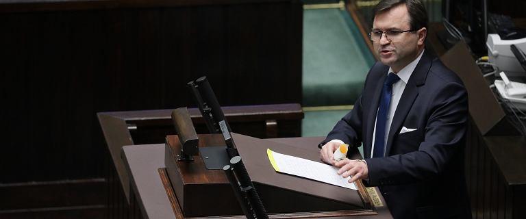 Poseł PiS Zbigniew Girzyński zaszczepił się poza kolejką - komentarze