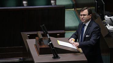 Poseł PiS Zbigniew Girzyński zaszczepił się poza kolejką. Stanowcze reakcje w sieci