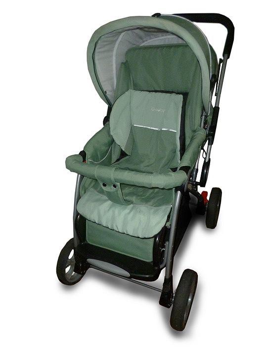 Wózek spacerowy dla dziecka, powinien posiadać solidne zapięcia. Zdjęcie ilustracyjne, pixabay.com