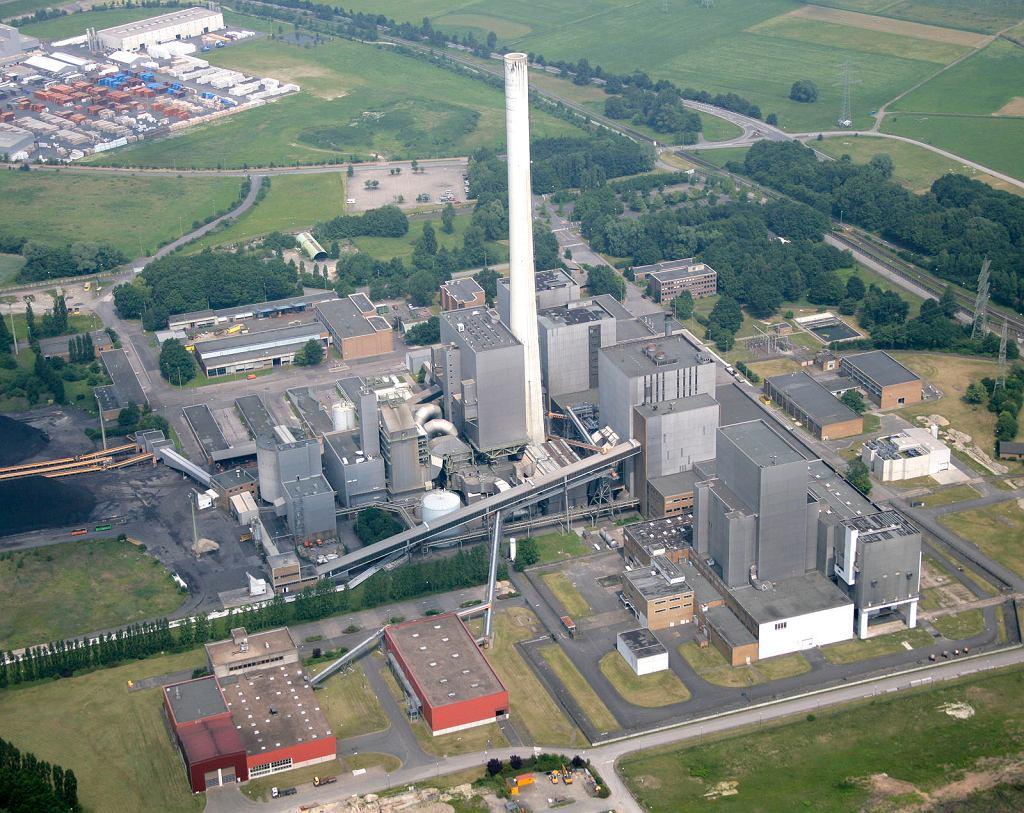 Elektrownia węglowa Westfalen, budynki reaktora atomowego THTR-300 na dole po prawej