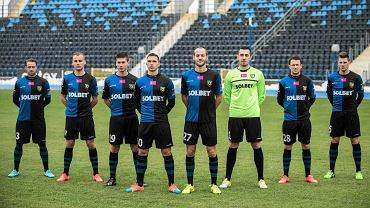 Stoją od lewej: Cristian Pulhac, Jakub Smektała, Stefan Denković, Jakub Świerczok, Iwan Majewski, Sebastian Małkowski, Sebastian Kamiński, Luka Marić