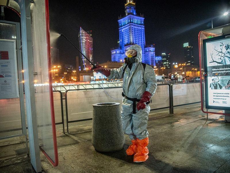 Koronawirus w Warszawie. Ozonowanie ulic miasta