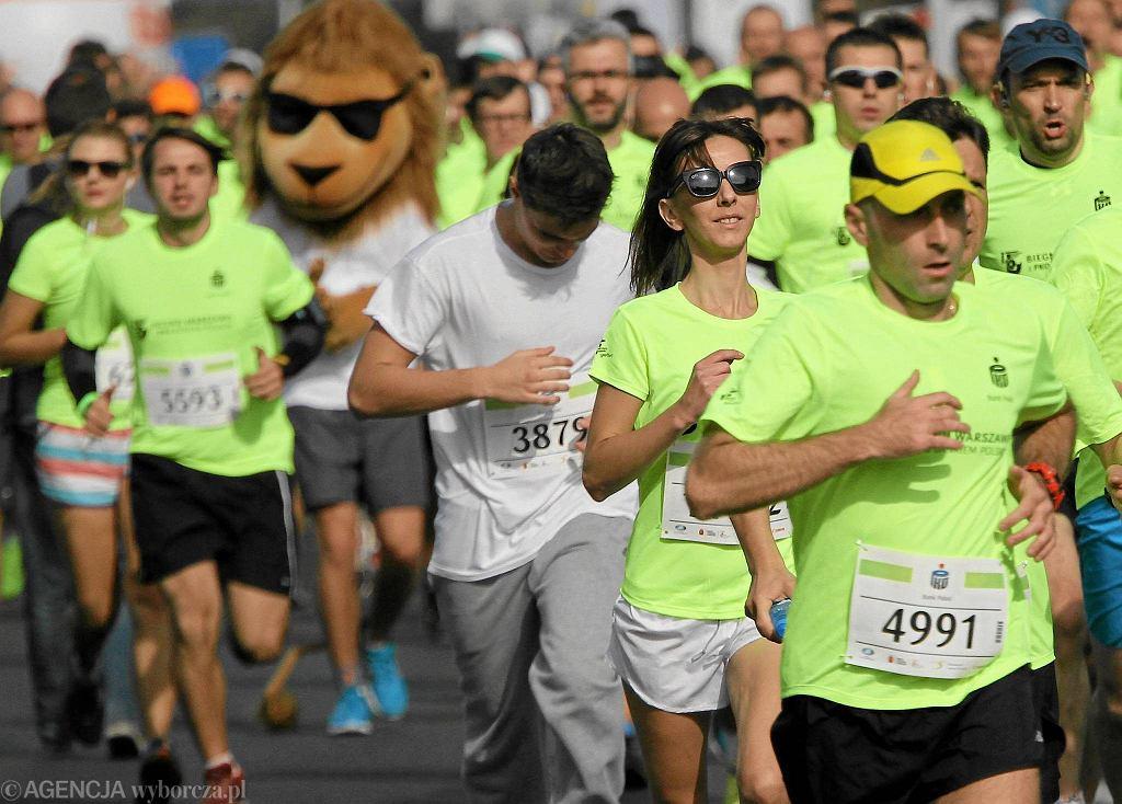 Pogoda do biegania była idealna. Trudno się dziwić, że podczas rozegranych w weekend imprez w całej Polsce, frekwencja była bardzo wysoka. Biegnij Warszawo na dystansie 10 km ukończyło 8872 osób. W Katowicach odbył się 6. Silesia Marathon. W biegu na 42,195 km wystartowało prawie 4 tys. zawodników. Zawodnicy rywalizowali po ulicach Katowic, Siemianowic, Mysłowic. Rekordową liczbę uczestników odnotowano również w Krakowie, gdzie została rozegrana 8. edycja Biegu Trzech Kopców. Wystartowało w niej ponad 2 tys. biegaczy.