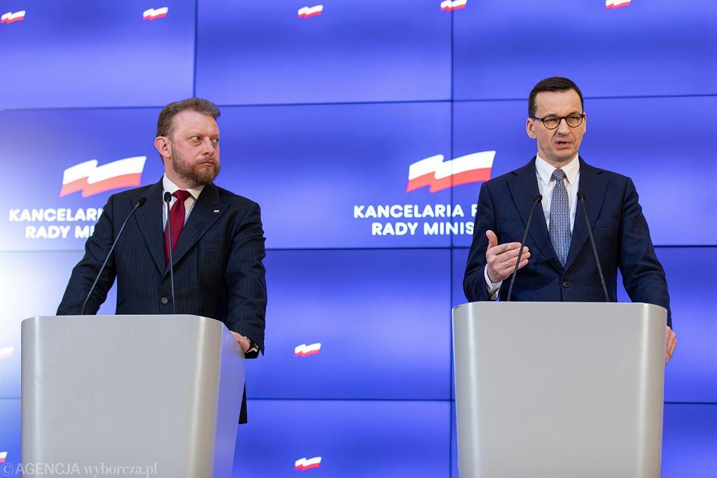 Minister zdrowia Łukasz Szumowski i premier Mateusz Morawiecki