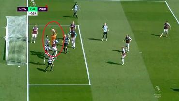 Błąd Łukasza Fabiańskiego w meczu z Newcastle