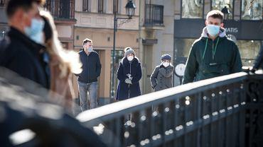 Zniesienie obowiązku zakrywania ust i nosa. Minister Niedzielski podaje termin