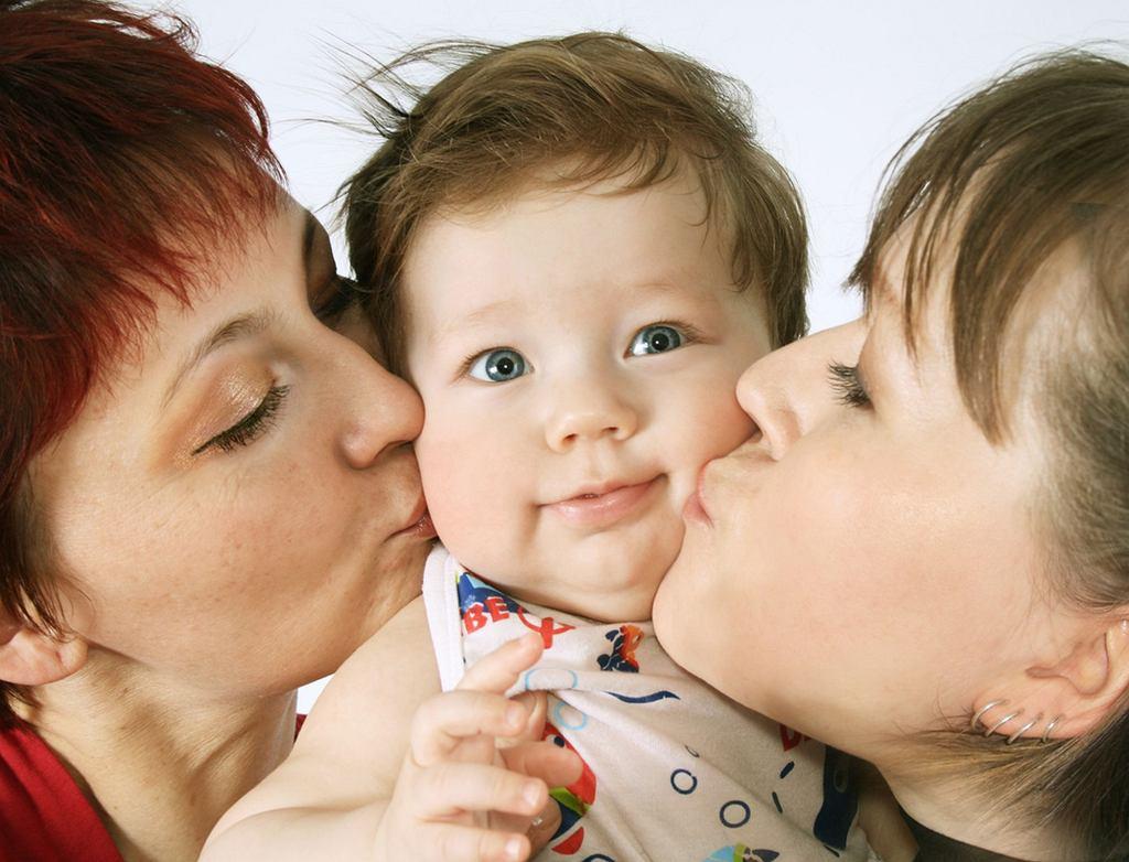 Nie pozwalaj, aby krewni całowali dziecko. A gdy podrośnie i samo nie będzie się na to zgadzało nie zmuszaj, aby to robiło.
