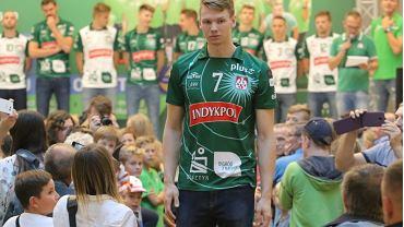 Jakub Kochanowski, siatkarz Indykpolu AZS Olsztyn w nowej koszulce klubowej