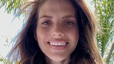 Weronika Rosati w bikini. Aktorka opala się na plaży w Los Angeles i wyznaje: Mam już dość tej kwarantanny