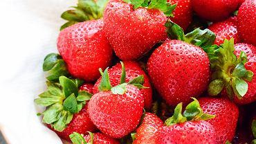 owoce sezonowe truskawki