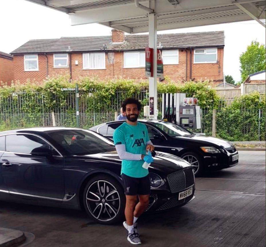 Mohamed Salah na stacji benzynowej