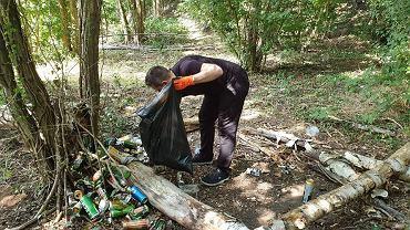 Holandia: Polak posprzątał las, który zaśmiecili jego rodacy