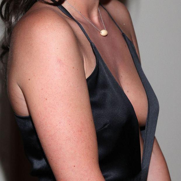 Olga Frycz, dekolt, biust