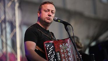 Wakacje 2020. Czesław Mozil wystąpi w Poznaniu w muzycznym stand-upie
