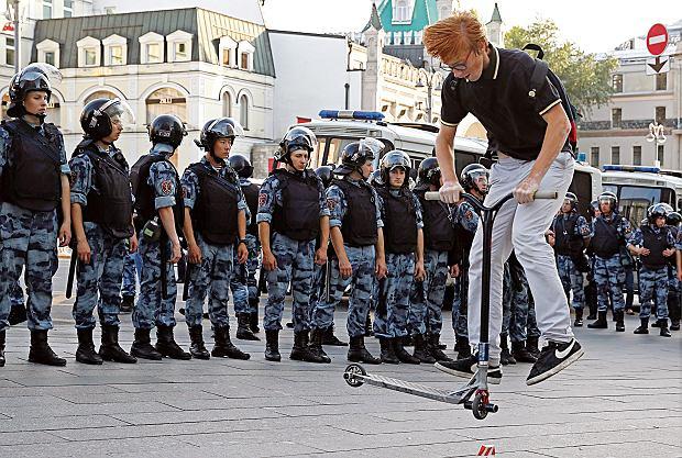 Sobota, 27 lipca, Moskwa. Manifestacja wsparcia dla kandydatów, którym odmówiono prawa do kandydowania do lokalnej Dumy
