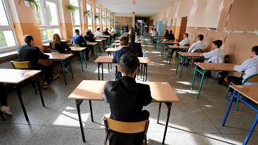 Uczniowie podczas egzaminu