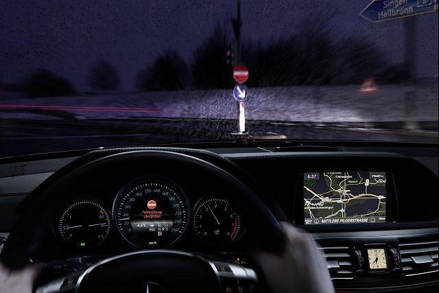 Mercedes-Benz opracował nowy system który może zapobiec wjechaniu na autostradę niewłaściwą drogą
