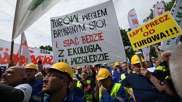 Protest przeciwko decyzji TSUE o wstrzymaniu wydobycia w kopalni Turów