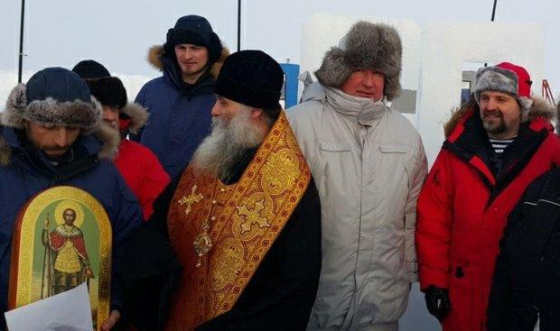 Dmitrij Rogozin podczas ceremonii otwarcia bazy